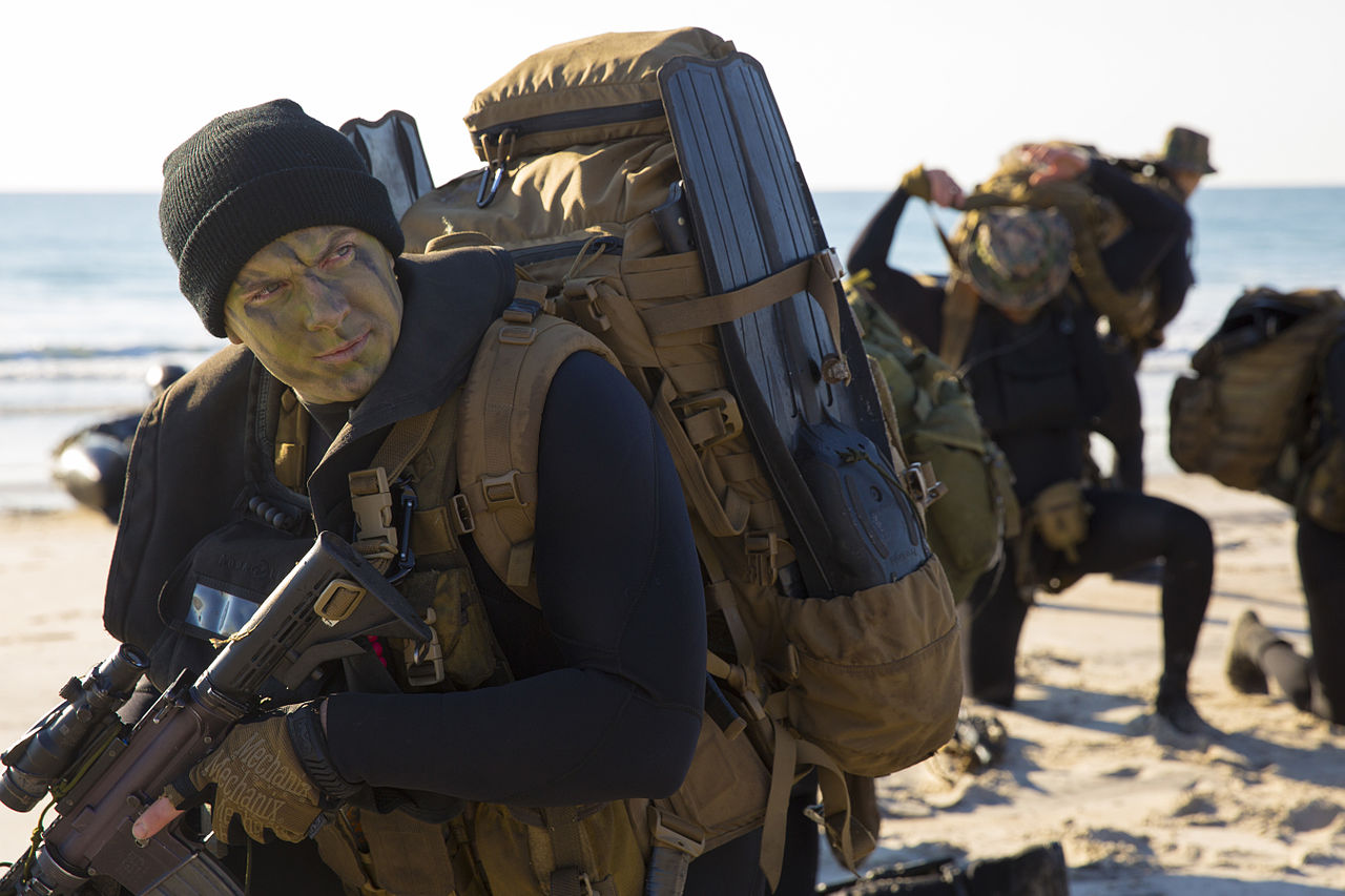 Marine Recon prepares way for seaborne operations